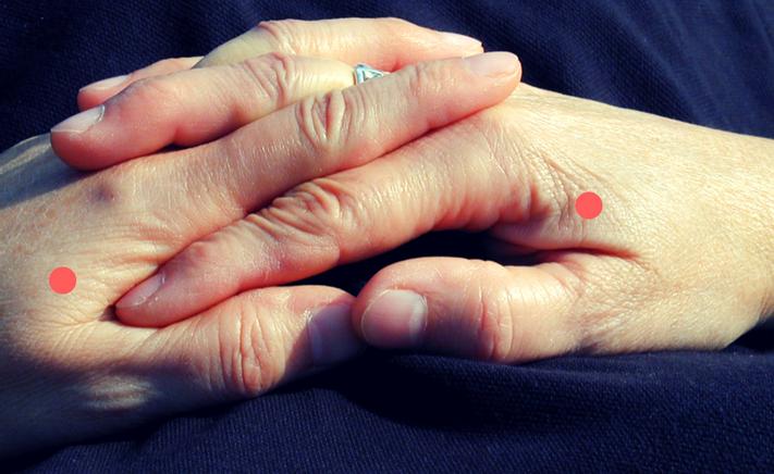 Gør det meget ondt, så hold et fast tryk på akupunkturpunktet tyktarm 4