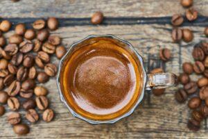 Mennesker reagerer forskelligt på koffein, som blokerer for følelsen af træthed. Mærk efter hvordan kaffe påvirker dig
